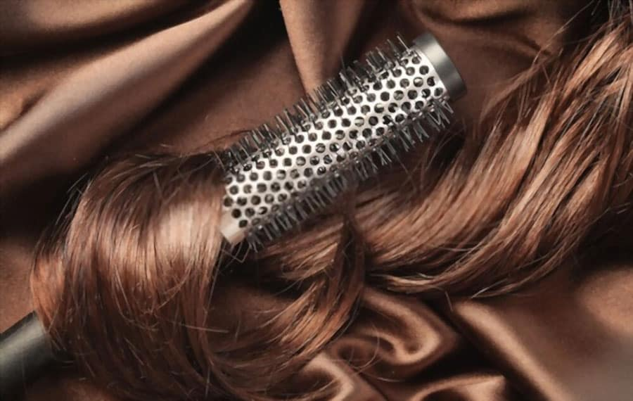 How to Use a Hot Air Brush to Curl Hair