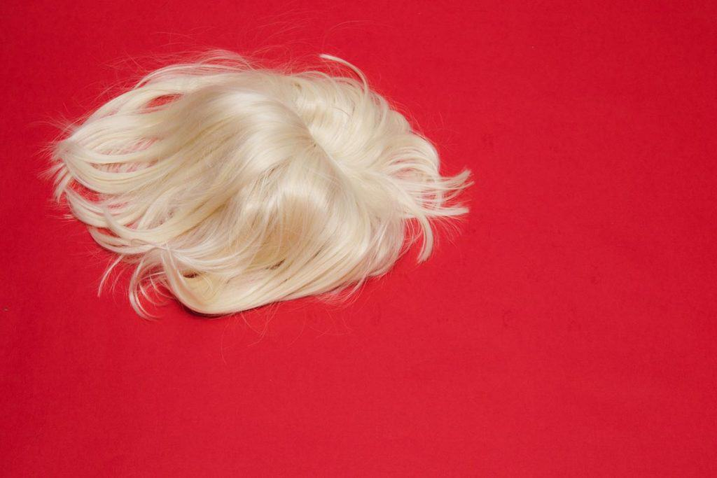 How to Brush a Synthetic Wig
